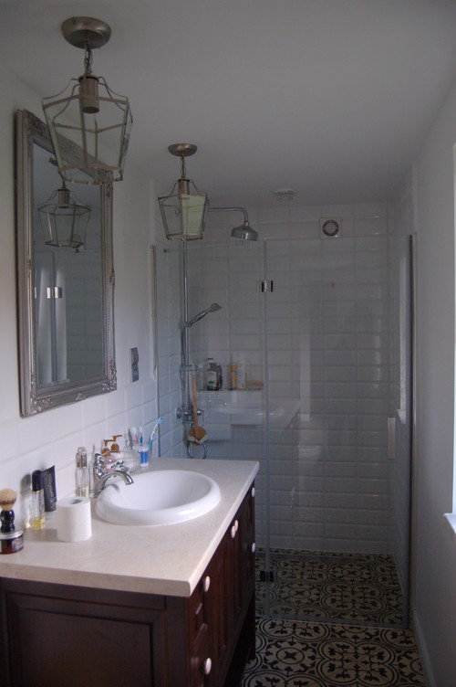 Small and extremely narrow bathroom for Extremely small bathrooms