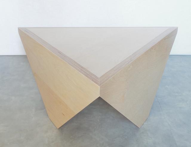 table basse triangle t3 contemporain table basse par malherbe edition. Black Bedroom Furniture Sets. Home Design Ideas