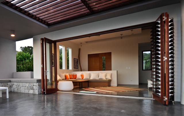 Bayhouse contemporary windows and doors san diego La cantina doors