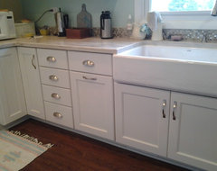 Get a Grip on Kitchen Cabinets With the Right Knobs and Pulls