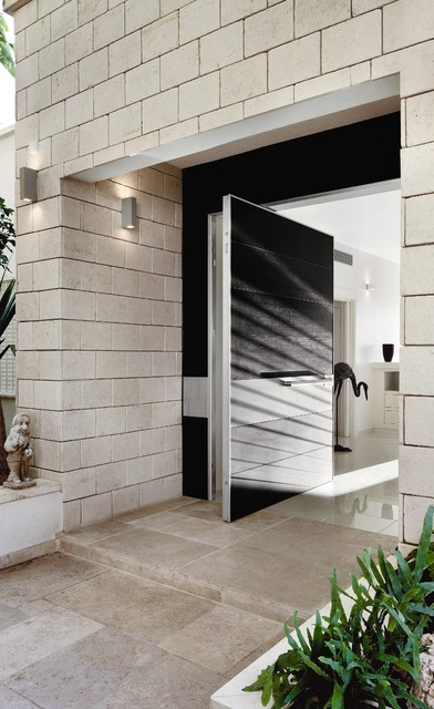 Oversized pivoting front door from oikos 39 s synua for Oversized exterior doors