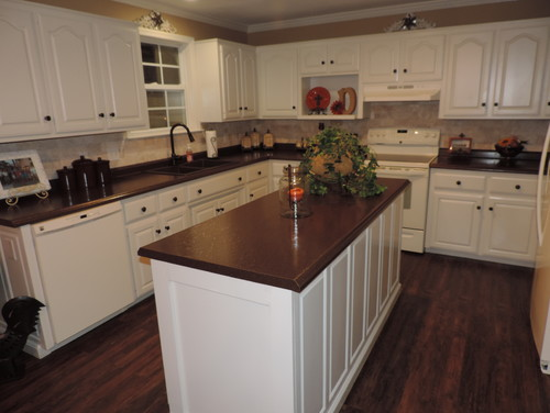 Painted oak kitchen cabinets off white for Off white kitchen cabinet paint