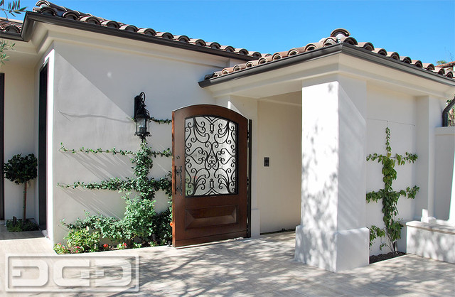 Charming european style garden gates in solid wood for Mediterranean style front doors