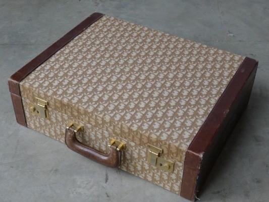 kleiner koffer von christian dior mid century deko