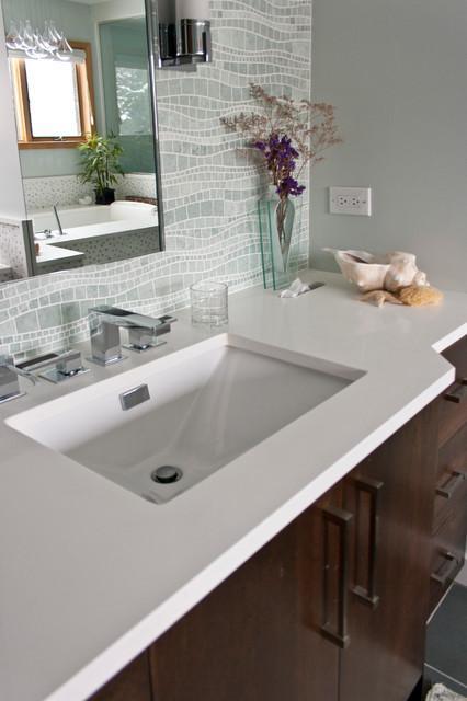 Difiniti quartz pearl bathroom worktops chicago for Quartz bathroom accessories