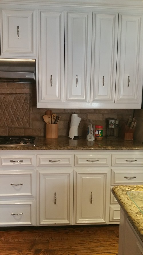 Unusual issue hardware placement on existing 1980 39 s cabinets for 1980 kitchen cabinets