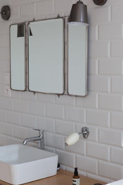 Cr ation d 39 une salle de bain pour enfants r tro salle de bain other metro par studio - Salle de bain pour enfant ...