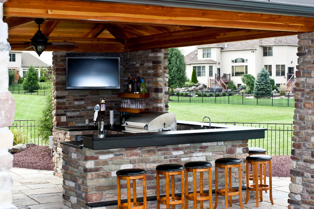 Outdoor kitchen and bar for Outdoor kitchen ideas houzz