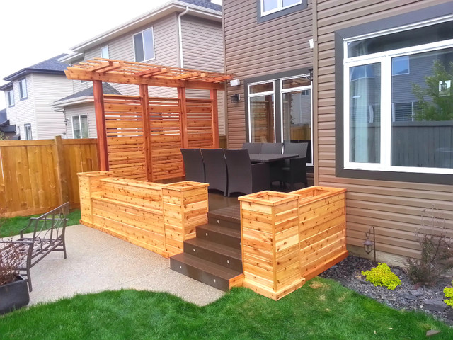Cedar planters with privacy screen and pergola   amerikansk ...