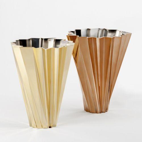 Precious shanghai vase by kartell modern vases by lumens for Decoration kartell