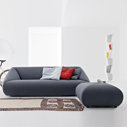 Divano con chaise longue o divano con pouf for Divano con pouf