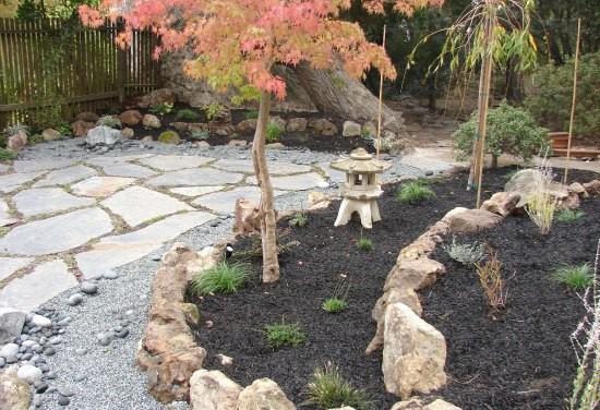 Backyard japanese style garden with pagoda for Garden pagodas designs