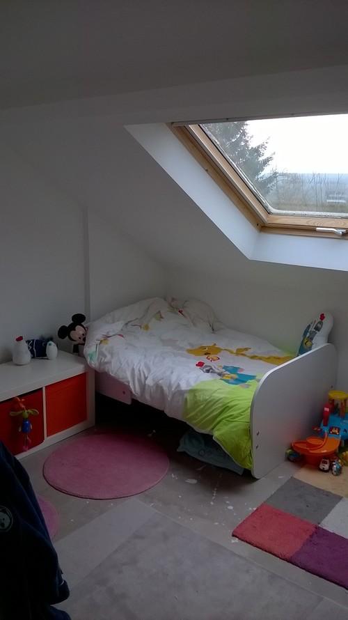 aidez nous avec la chambre mansard e de notre petit garcon. Black Bedroom Furniture Sets. Home Design Ideas