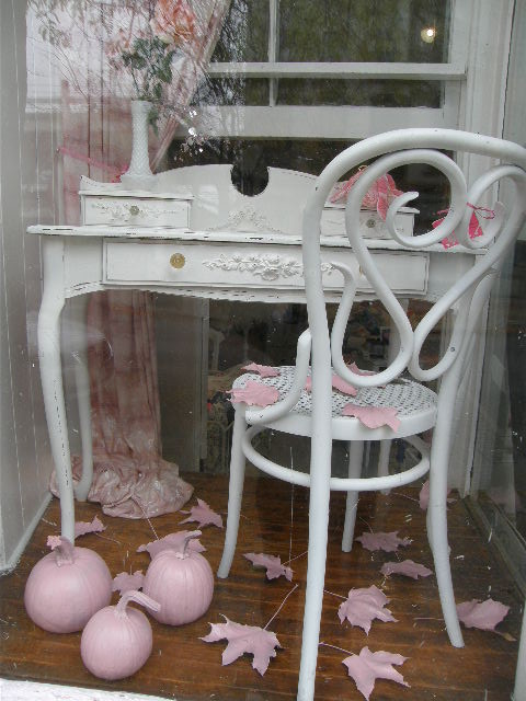 Vintage shabby chic desk with lovely appliques   shabby chic style ...