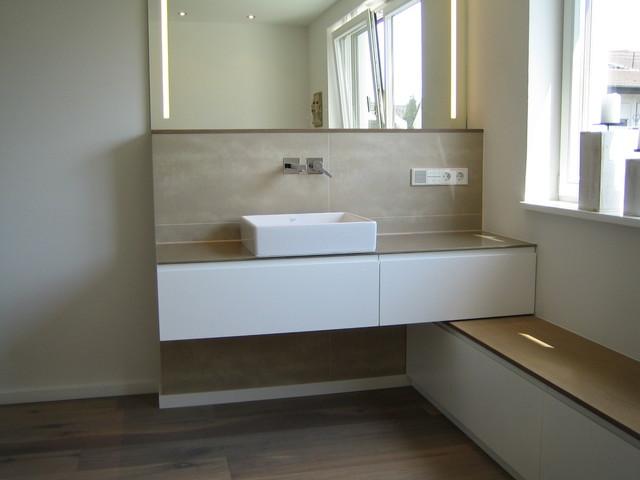 waschtisch mit galsplatte ablage und led spiegel modern m bel sonstige von akkurat. Black Bedroom Furniture Sets. Home Design Ideas