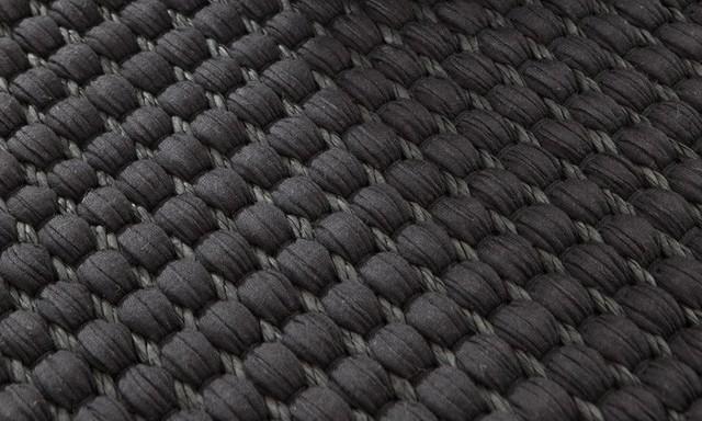 tapis duetto 3 fils de papier noirs et coton scandinave tapis de d coration par hanna. Black Bedroom Furniture Sets. Home Design Ideas