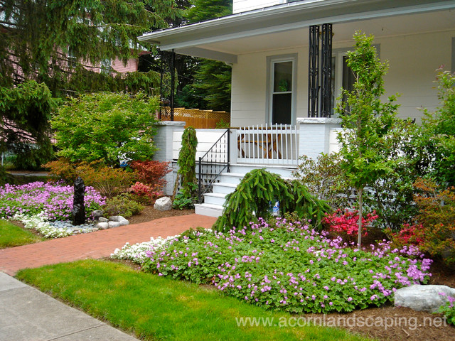 Front yard landscape designs ideas plantings walkways for Home front garden ideas