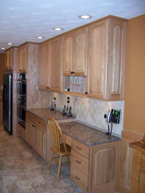 Bertch legacy elite door style oak wood natural for Bertch kitchen cabinets