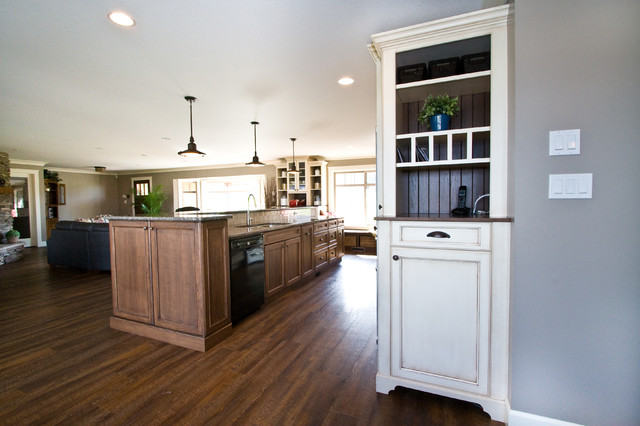Chilliwack central traditional kitchen vancouver for Kitchen cabinets vancouver wa