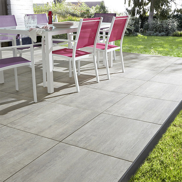 Carrelage terrasse gris contemporain dalle pierre et for Pose pave exterieur