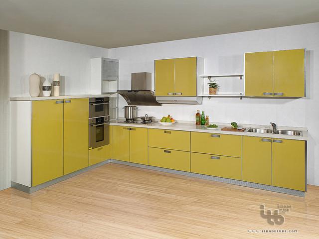 Image gallery kitchen wardrobe for Kitchen wardrobe cabinet