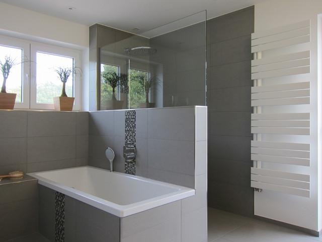 Familienbad mit offener Dusche - Modern - Badezimmer ...