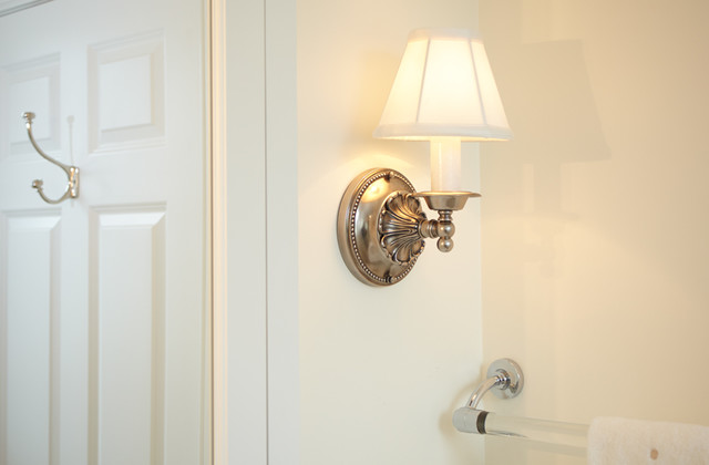 Traditional Bathroom Wall Lamps : Traditional Bathroom Wall Sconce - Traditional - Bathroom Vanity Lighting - Milwaukee - by Brass ...