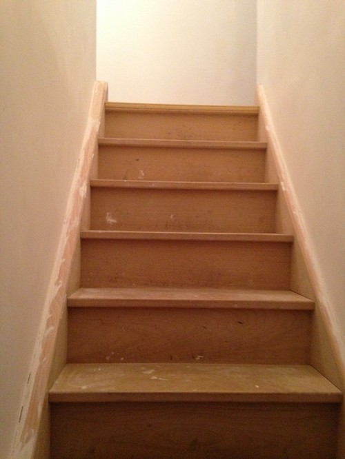 Aide pour la d co et la couleur des murs couloir et cage for Peinture marche escalier