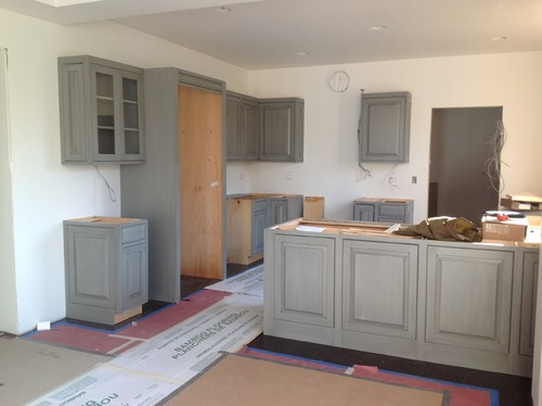 Room color for gray kitchen cabinets for Grey kitchen cabinets wall colour