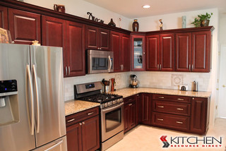 Youngstown maple merlot coffee glaze kitchen traditional for Kitchen cabinets youngstown ohio