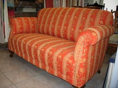 Aufarbeiten und neu beziehen von sofa mit klassischer schn rpolsterung cl sico sof s other Sofa aufpolstern