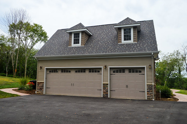 Attached 3 car garage with gable roof for Gable roof garage