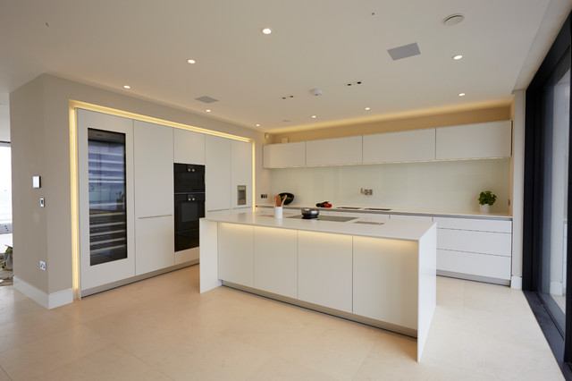 a bulthaup kitchen fit for Sandbanks Contemporary  : contemporary from www.houzz.com size 640 x 426 jpeg 46kB