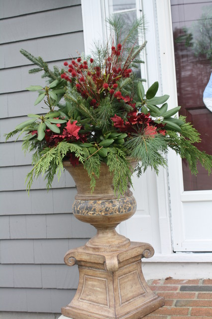 Christmas urn for Professional outdoor christmas decorations