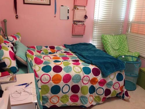 Teenage room needs changing for Cool ways to rearrange your bedroom