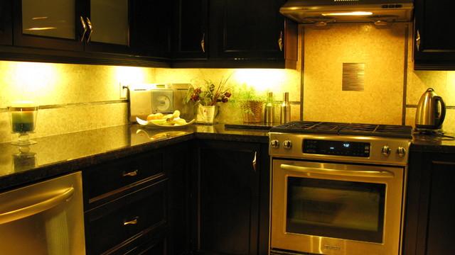 Transitional project toronto de kitchen nation for Cheap kitchen cabinets brampton