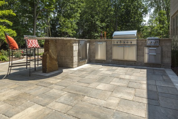 Unilock bristol valley paver with bruissels dimensional outdoor