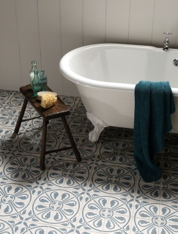 old design floor - traditional bathroom in spanish style