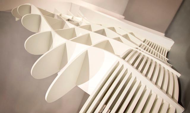 regalinstallation mit sitzbank. Black Bedroom Furniture Sets. Home Design Ideas