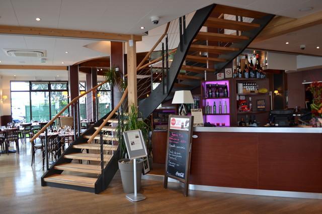 escalier restaurant la villa angevine contemporain other metro par escaliers hibert. Black Bedroom Furniture Sets. Home Design Ideas