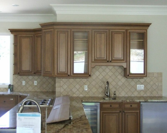 Wall Color Beige Kitchen Design Ideas, Remodels & Photos with Black