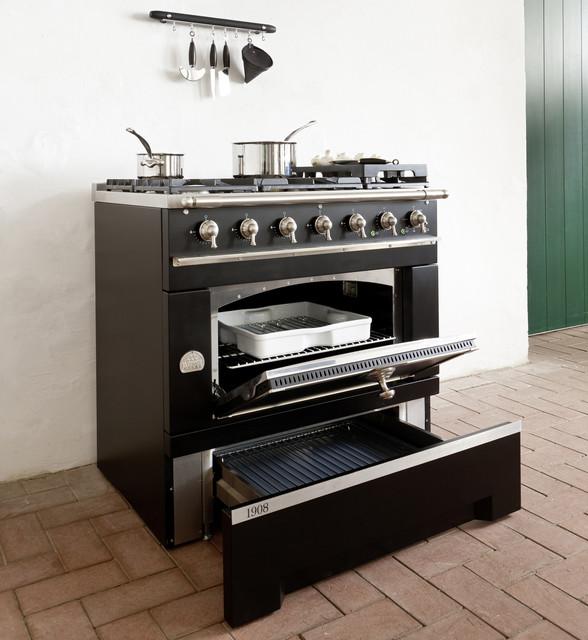 La cornue 1908 range classique cuisini re lectrique for Prix cuisiniere la cornue