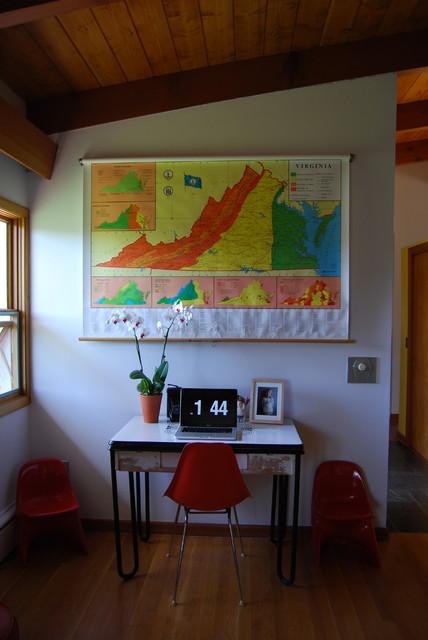 mid century modern/thrifty living room modern