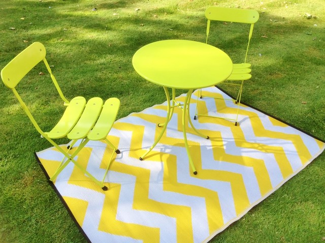 INDOOR OUTDOOR PLASTIC PSYCHEDELIA RUG YELLOW AND WHITE Modern Outdoor R