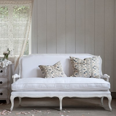 lila settee white linen classique canap 2 places par shabby chic couture. Black Bedroom Furniture Sets. Home Design Ideas