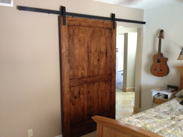 Sliding barn door knotty alder 2 interior doors for Puertas rusticas de herreria