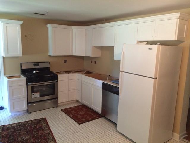 White Kitchen Cabinets With Crown Molding Kitchen Design Ideas