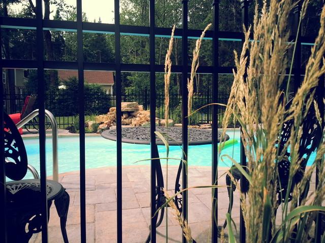 Une piscine aux allures classique for Club piscine montreal locations