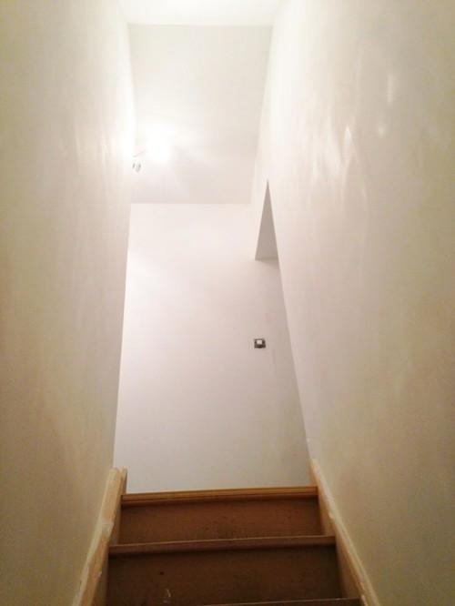 Aide pour la d co et la couleur des murs couloir et cage for Couleur montee escalier
