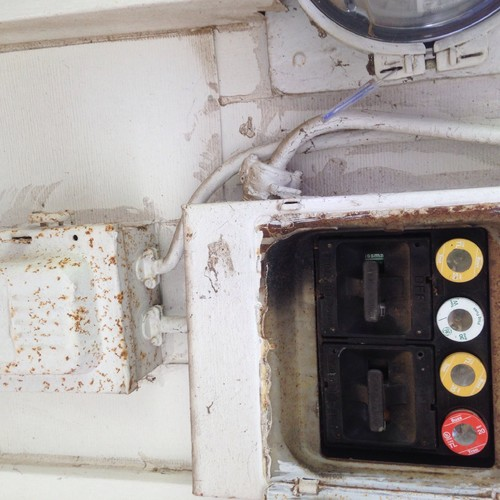 Understanding Home Fuse Box : I need help understanding an old fuse box